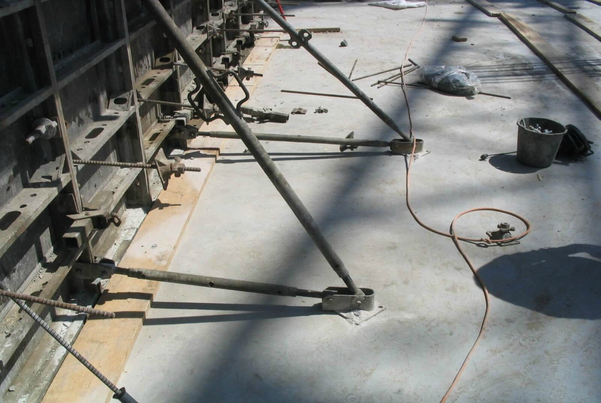 Connection of formwork with concrete screw BT