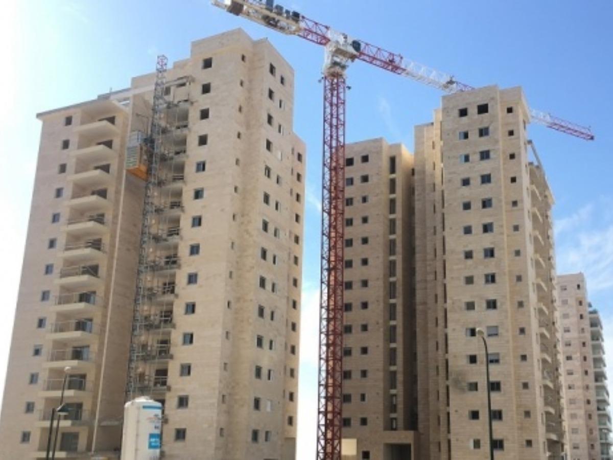 Em Hamoshavot Petakh Tikva - reinforcement of stone tile facade with concrete screw PSZ